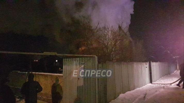 Поблизу Києва сталася масштабна пожежа у житловому будинку