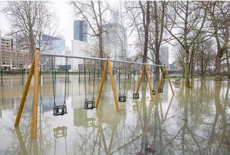 Річка Сена у Парижі затопила вулиці міста