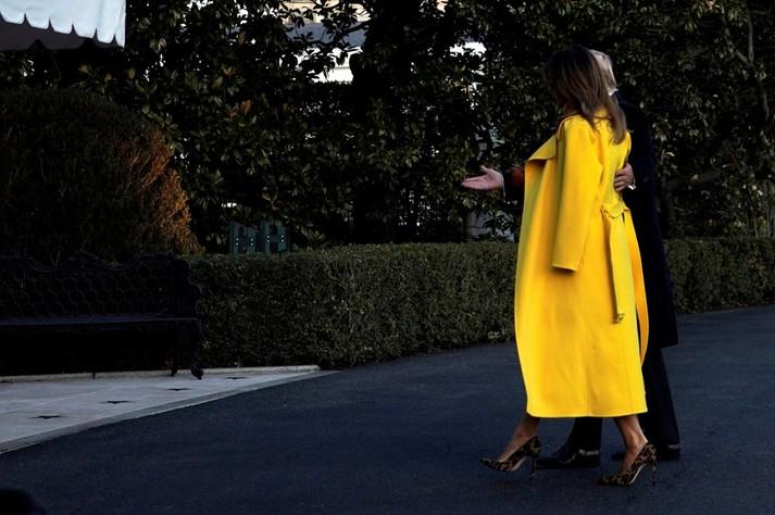 Шкіряна спідниця і жовте пальто: новий яскравий та сміливий образ Меланії Трамп