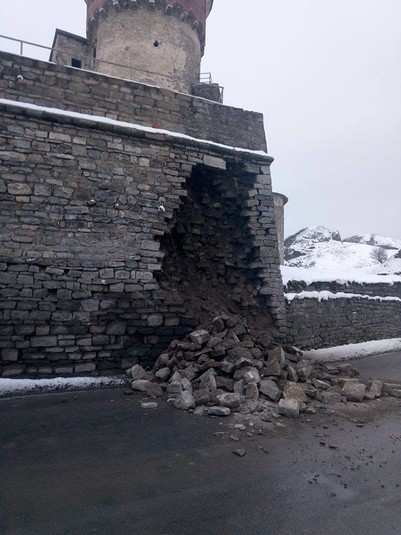 У Кам'янці-Подільському обвалився мур Старої фортеці