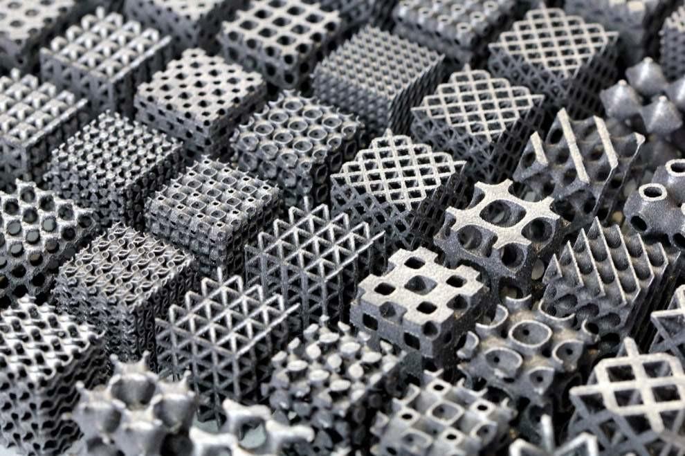 Алюминиевые структуры, изготовленные с помощью трехмерной печати, известной как селективное лазерное плавление. Их уникальные формы придают им невероятную прочность, позволяя инженерам свести к минимуму вес компонентов.