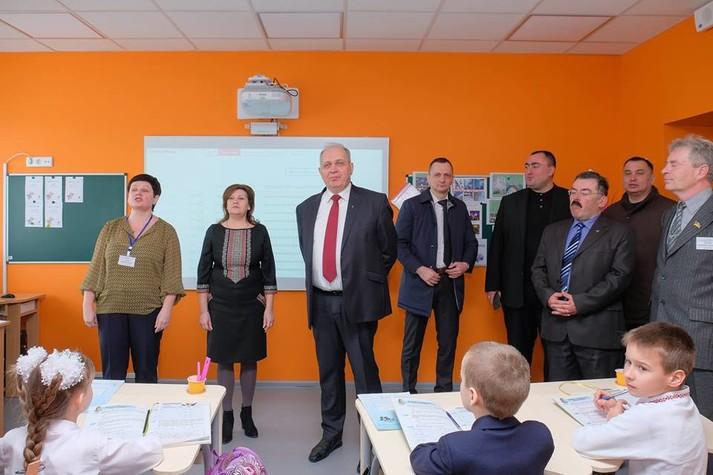 На Дніпропетровщині показали зразкову школу в рамках освітньої реформи