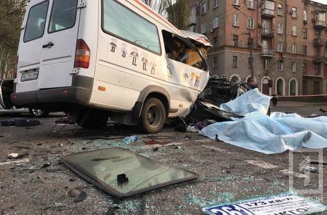 У Кривому Розі зіштовхнулися маршрутка, легковик і автобус: семеро загиблих, 12 постраждалих