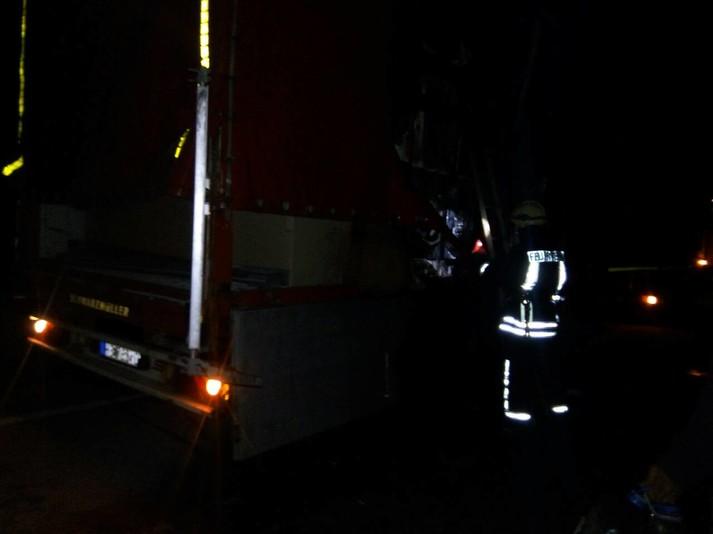 Цієї ночі на Прикарпатті горіла вантажівка. Водій отримав опіки