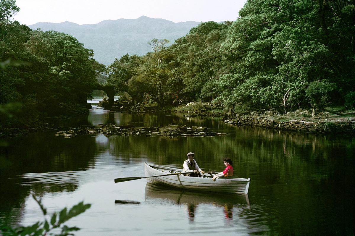 Встреча на воде и старинный мост Олд Вейр Бридж в Национальном парке Килларни, графство Керри. Автор фото: Джон Хайнд.