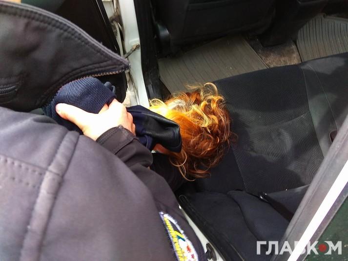 Поліція затримала матір загиблої депутатки Бережної: ексклюзивні фото