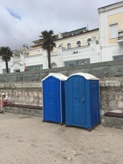 В окупованому Криму знову «не сезон»: у мережі показали фото порожньої і захаращеної Ялти