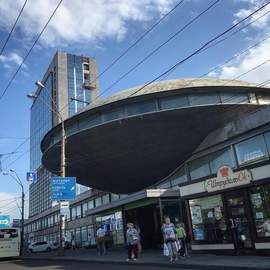 «Літаючу тарілку» на Либідській хочуть вмонтувати в торгово-розважальний центр