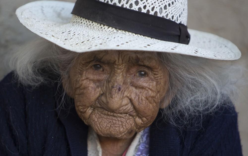 правильно самый старый человек фотография садится