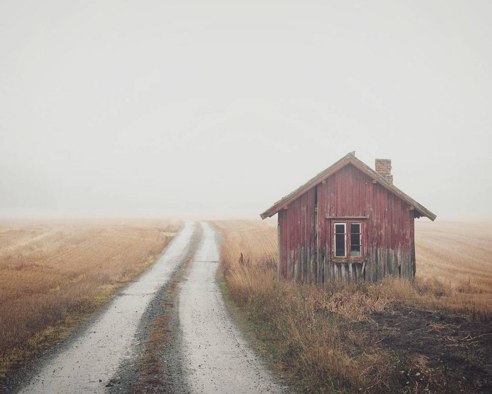 Открытка домик у дороги