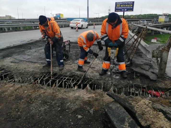 Ремонт мостів у Києві: дорожники звітують, що працюють без ...