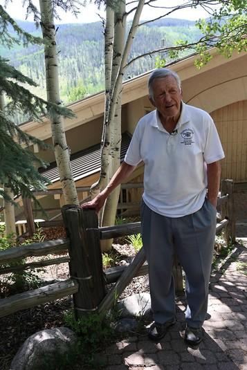 85-річний Ерік Нестеренко, володар Кубка Стенлі-1961 в складі «Чикаґо Блекгокс»