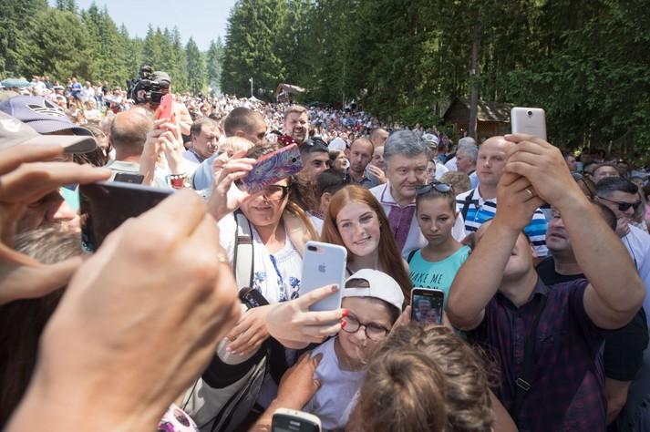 Порошенко на гуцульському фестивалі «Полонинське літо»: ми демонструємо ворогам, що Україна живе