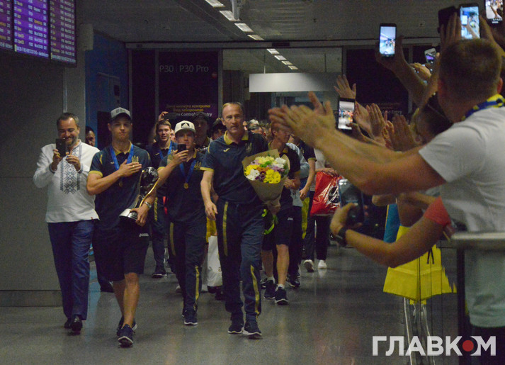 Сльози радості й розставання. Фоторепортаж із зустрічі чемпіонів світу з футболу в Києві