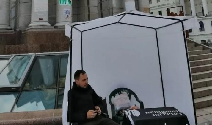 «Ні капітуляції!»: активісти встановили намет на Майдані (фото)