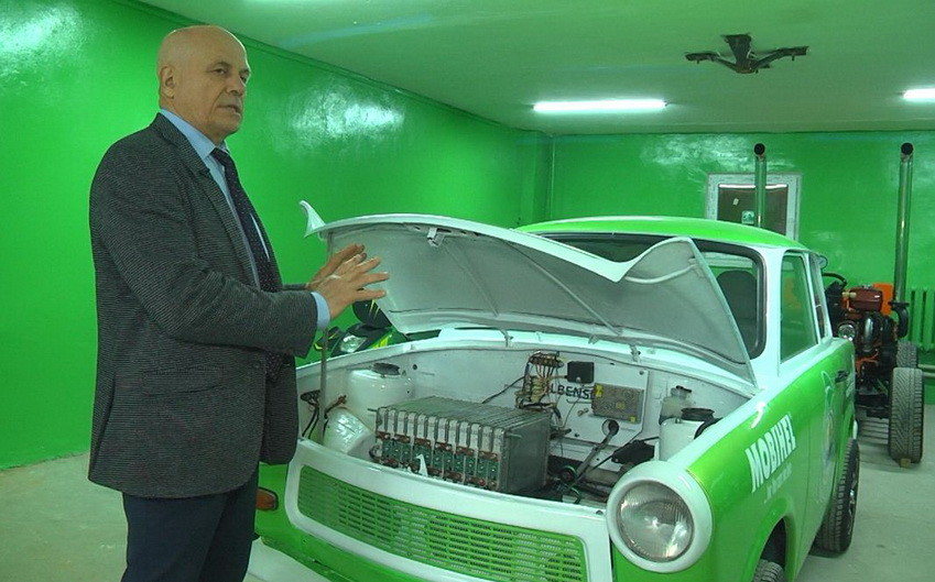На Вінниччині студенти переробили під електромобіль легендарний німецький «Trabant»