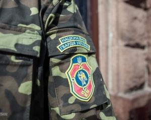 Только Яценюк покинул полигон, нацгвардейцы показали дыры в берцах (ВИДЕО)