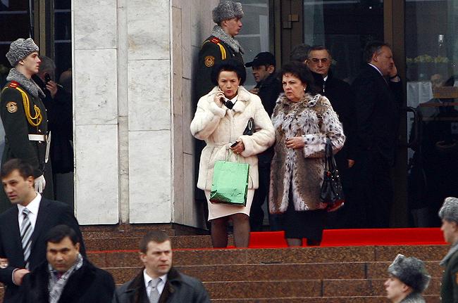 «Жінки за майбутнє» – Валентина Довженко и Валентина Гошовская -