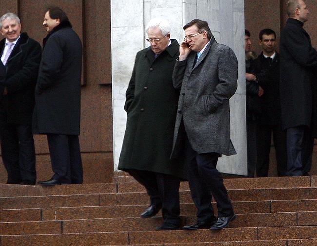 Внешнеполитическая команда Януковича: Анатолий Орел и Леонид Кожара, наверное, обсуждают внеблоковый статус Украины