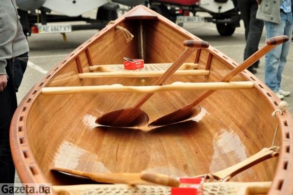 чем замазать лодку