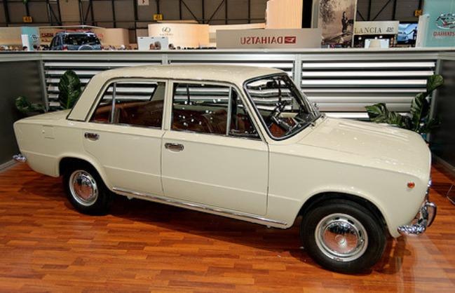 ...типа седан - ВАЗ-2101, родоначальник целого семейства автомобилей...