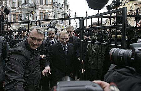 Леонид Данилович вчера побывал на допросе в Генпрокуратуре, а сегодня ему снова предстоит встреча со следователем. Фото УНИАН.