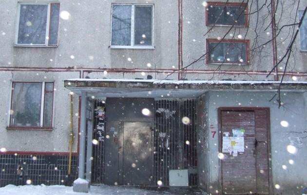 Подъезд дома, где жил Сергей Курченко