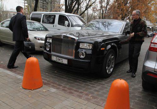 На чем ездят депутаты Донецкого горсовета (ФОТО)