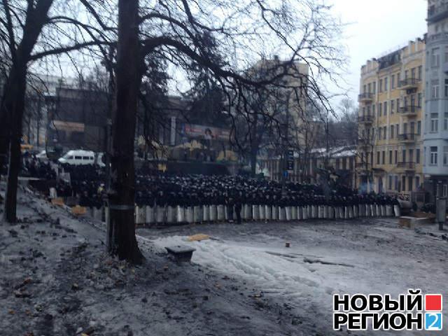 На Грушевского стягивают колонны силовиков (ФОТО)