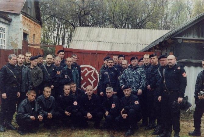 Губарев в нижнем ряду третий слева