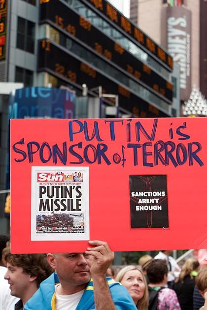 Жители Нью-Йорка массово вышли на улицы, требуя наказать Путина за сбитый «Боинг 777» (ФОТО)