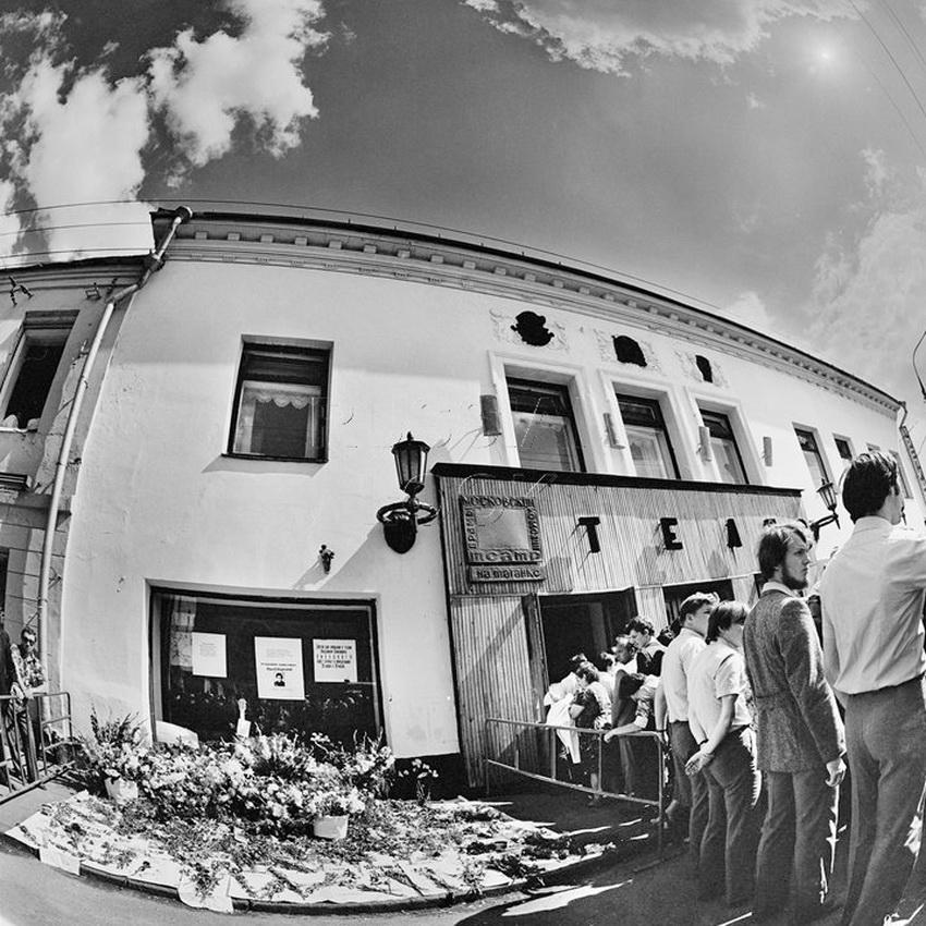 Театр на Таганке, 28 июля 1980 года. Вынос гроба