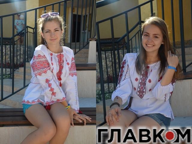 Дарья и София в международном детском лагере в Болгарии