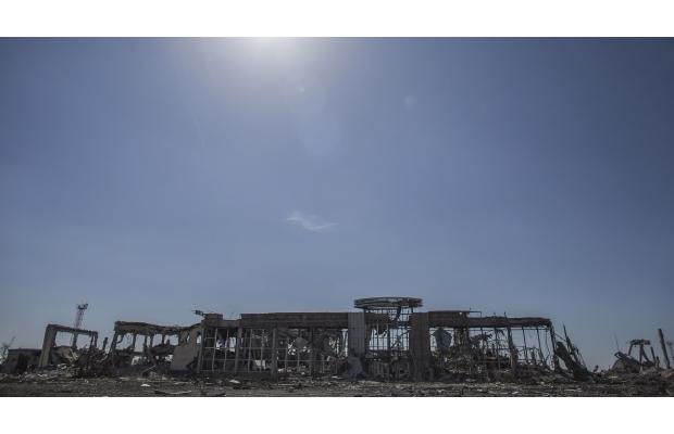 Аэропорт в Луганске - изуродованные самолеты и каркасы вместо стен (ФОТО)