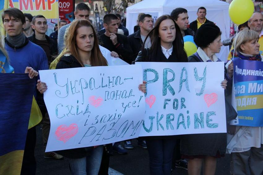 Марш мира в Украине: многотысячный митинг прошел по улицам столицы (фото 4)