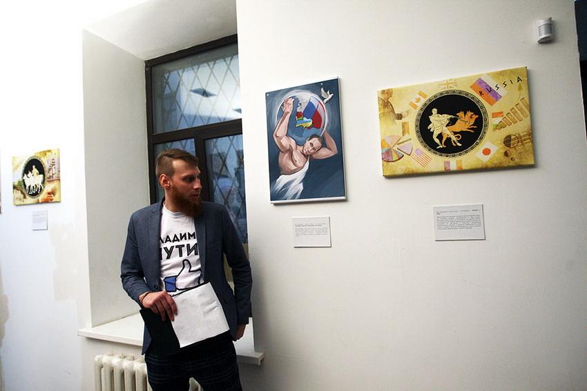 В Москве открылась выставка «12 подвигов Путина», организаторы которой присвоили президенту подвиги античного персонажа Геракла (Фотография: Артем Сизов/«Газета.Ru»)