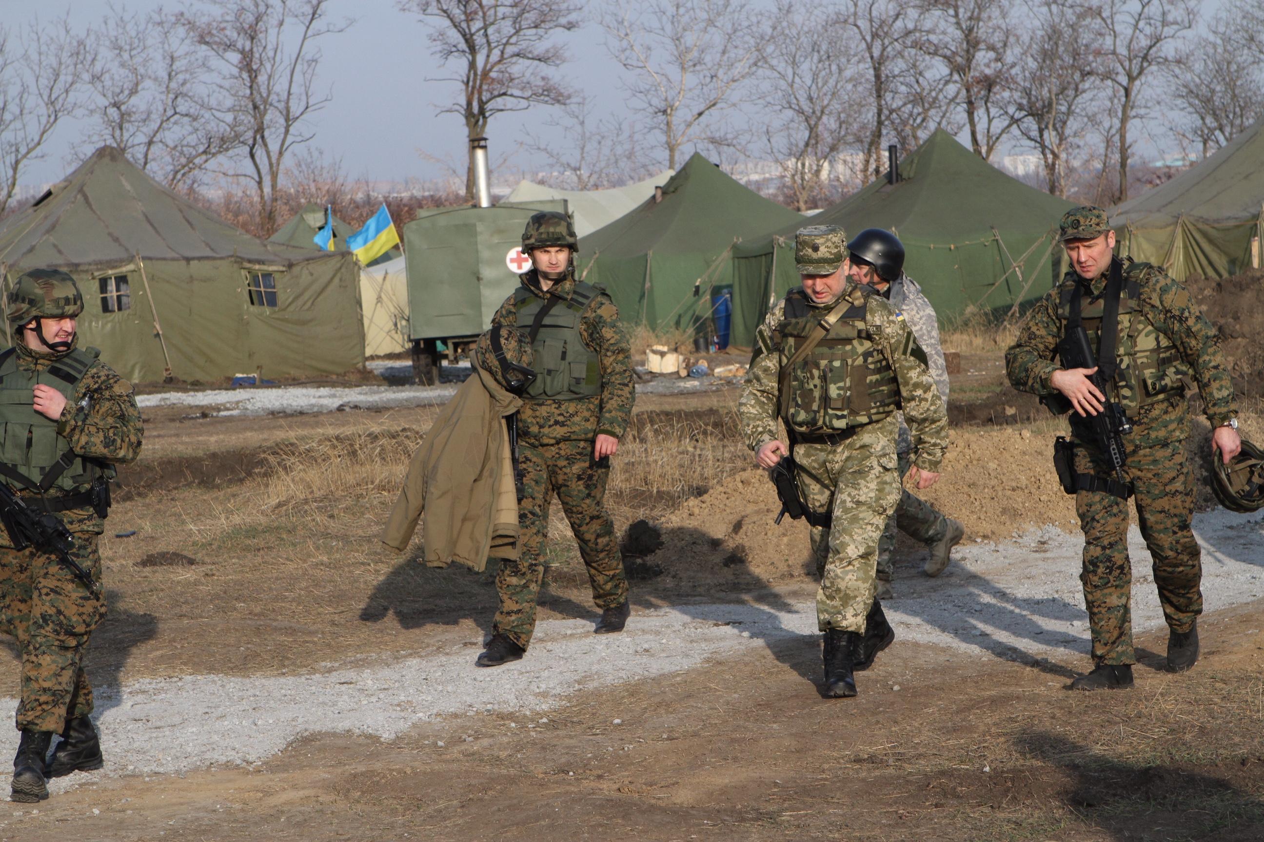 Турчинов: Вооруженные силы и Нацгвардия готовы освободить Украину от террористов и оккупантов (ФОТО)