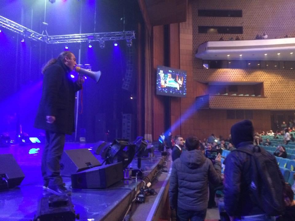 Нардеп обнародовал фото: Как я срывал концерт Ани Лорак (ФОТО, ВИДЕО)