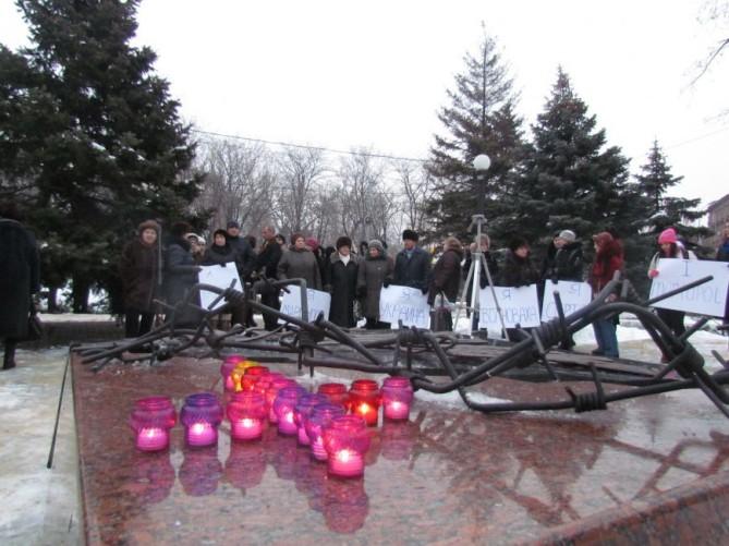 В Волновахе состоялся траурный митинг памяти погибших во время теракта на блокпосту - Цензор.НЕТ 9856