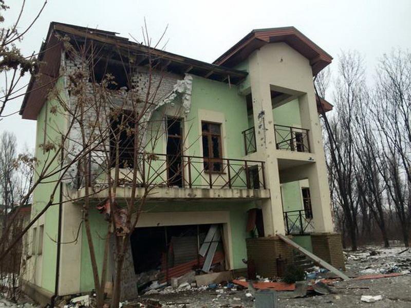Что оставляют после себя террористы: разрушенные дома в Песках (фото 6)
