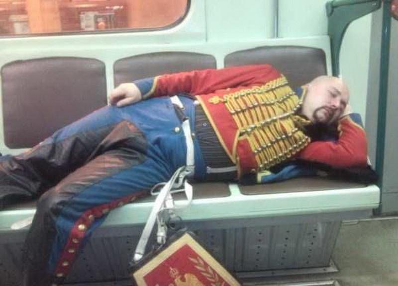 Безумные пассажиры российского метро (фото 1)