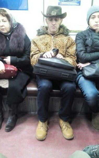 Безумные пассажиры российского метро (фото 5)