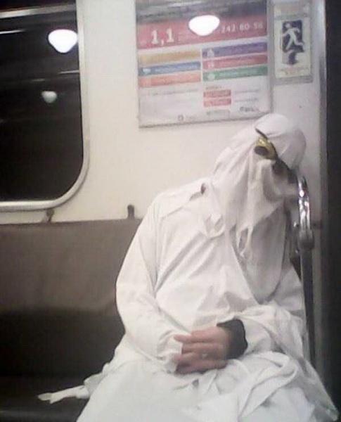 Безумные пассажиры российского метро (фото 6)