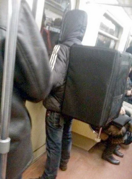 Безумные пассажиры российского метро (фото 7)