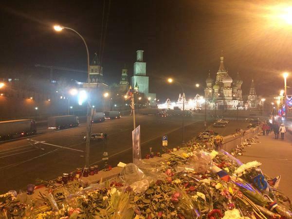 Путин переезжает? Таинственные белые фуры приехали ночью в Кремль (ФОТО)