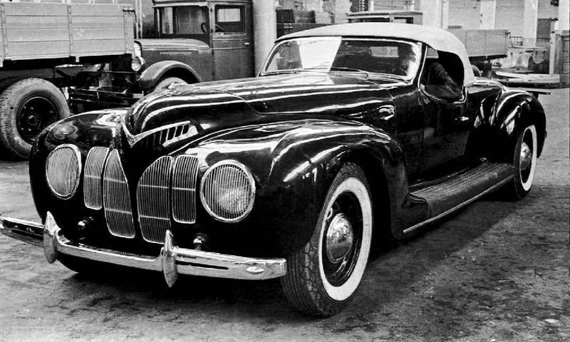 ЗИС-Спорт. Родстер ЗИС-Спорт построили на шасси ЗИС-101 в 1939 году, тоже в одном экземпляре. Шестилитровый двигатель мощностью в 141 лошадиную силу позволял разгоняться до 162 километров в час. Автомобиль получил одобрение Сталина и Кагановича, однако после войны единственный экземпляр ЗИС-Спорт бесследно исчез.