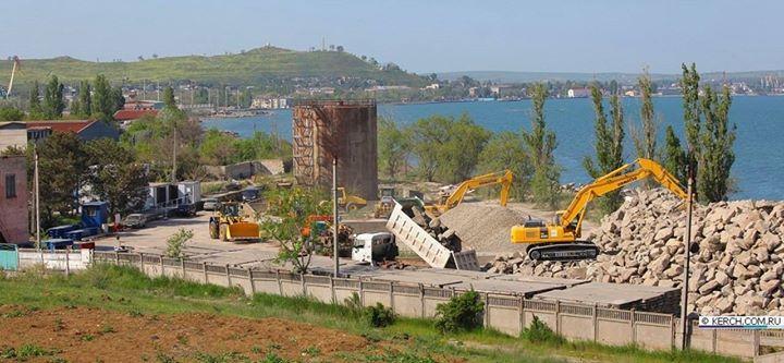 Оккупанты начали строить в Крыму многострадальный мост через Керченский пролив (ФОТО)
