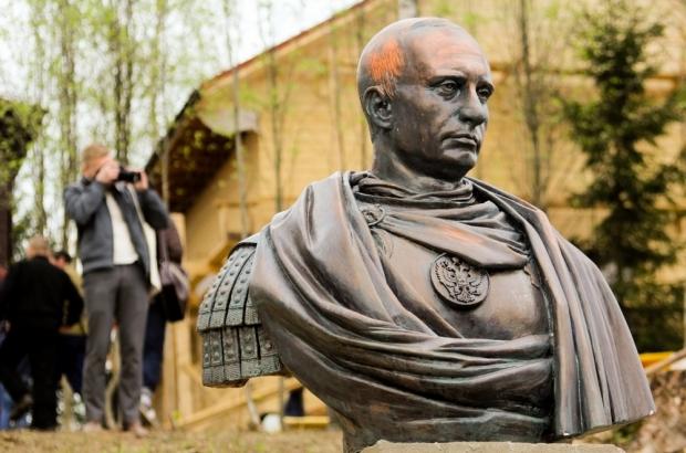 Под Питером казаки поставили памятник Путину, за то, что «отжал» Крым по-пацански»