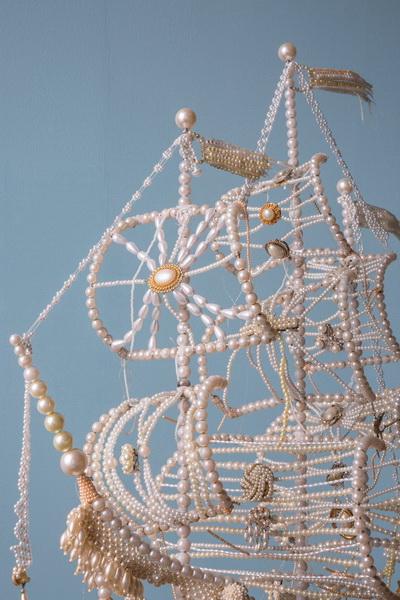 Необычная скульптура из жемчужин (фото 3)