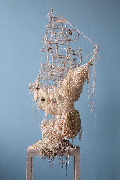 Необычная скульптура из жемчужин (фото 6)